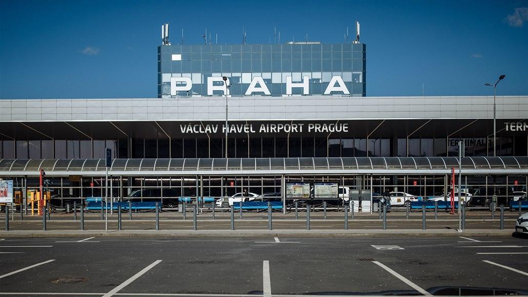 Letišti vloni ubyli čtyři cestující z pěti. Bylo jich nejméně za 25 let