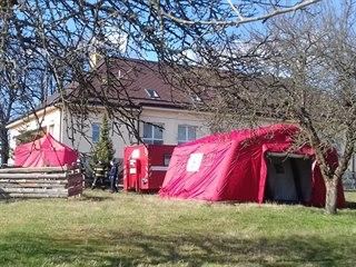 V pondělí odpoledne začali hasiči u domova pro seniory v Břevnici se stavbou...