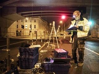 Zátěžová zkouška Negrelliho viaduktu v úseku mezi ulicemi Křižíkova a...