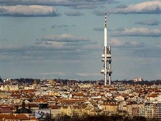 Díky chladnému počasí bylo možné sledovat z Prahy zasněžené Krkonoše. (30....