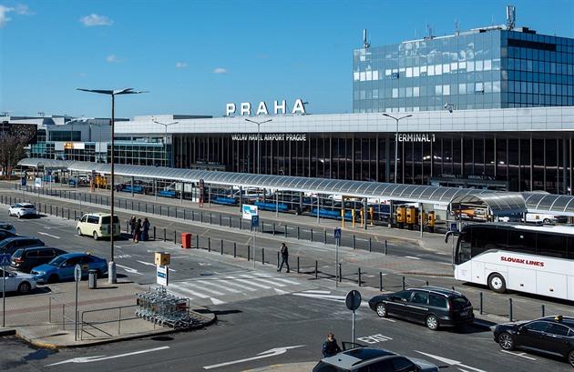 Návrat státních aerolinek? Stát zvažuje koupi podílu v ČSA nebo Smartwings