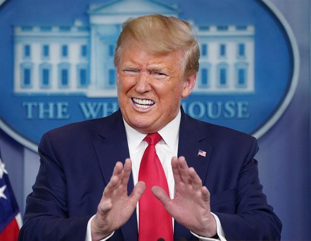 Zbabrali jste to, vzkázal Trump WHO. Pohrozil jí pozastavením plateb