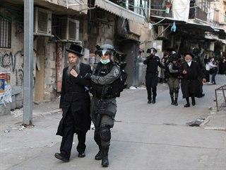 Izraelská policie zadržela skupinu ultraortodoxních židů před synagogou v...