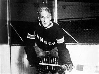 Kanadský hokejista, trenér a dlouholetý generální manažer Lester Patrick na...