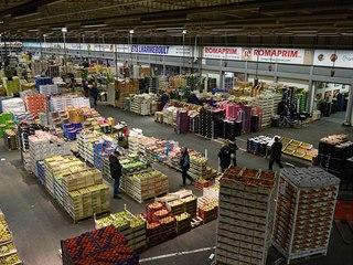 Mezinárodní trh s čerstvými potravinami Rungis na okraji Paříže (15. března...