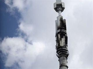 5G vysílač v britském Birminghamu poškozený úmyslně založeným požárem