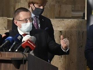 Vzadu zleva Ladislav Dušek, ředitel Ústavu zdravotnických informací a...