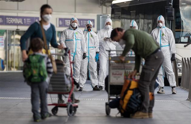 USA i Evropa se šíření koronaviru v lednu ubránily. Pak přišel podruhé