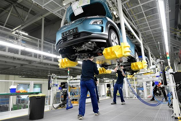 Výroba aut se začíná blížit předkrizovým hodnotám. Registrace také rostou