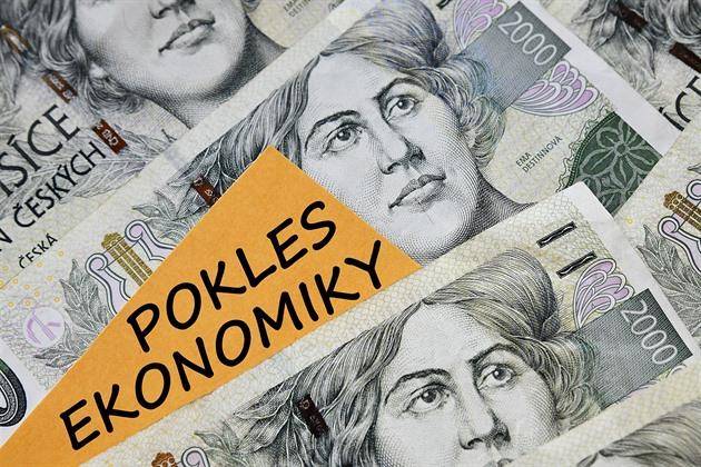 Česká ekonomika klesala pomaleji, než se čekalo. Přesto je propad rekordní