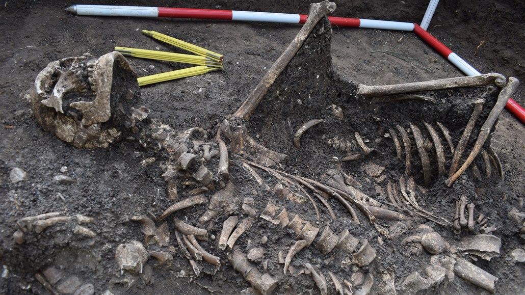 Archeologové na pomezí Strážnice a Radějova na Hodonínsku objevili kostry...
