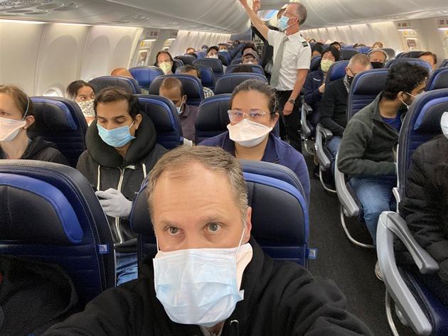 Nemáš roušku, nepoletíš. Americké aerolinie bojují s neukázněnými pasažéry