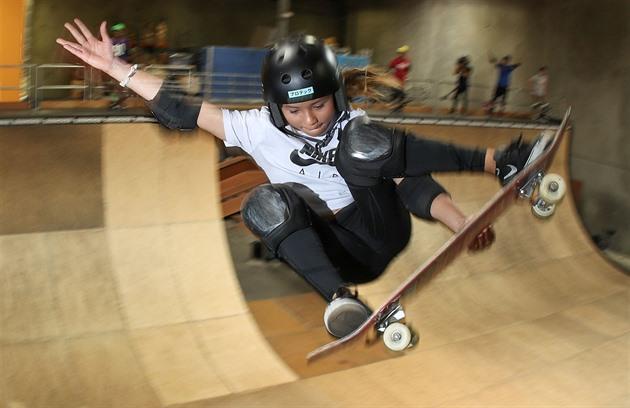 Tvrdý pád mladé skateboardistky. Hvězdička Brownová má zlomenou lebku