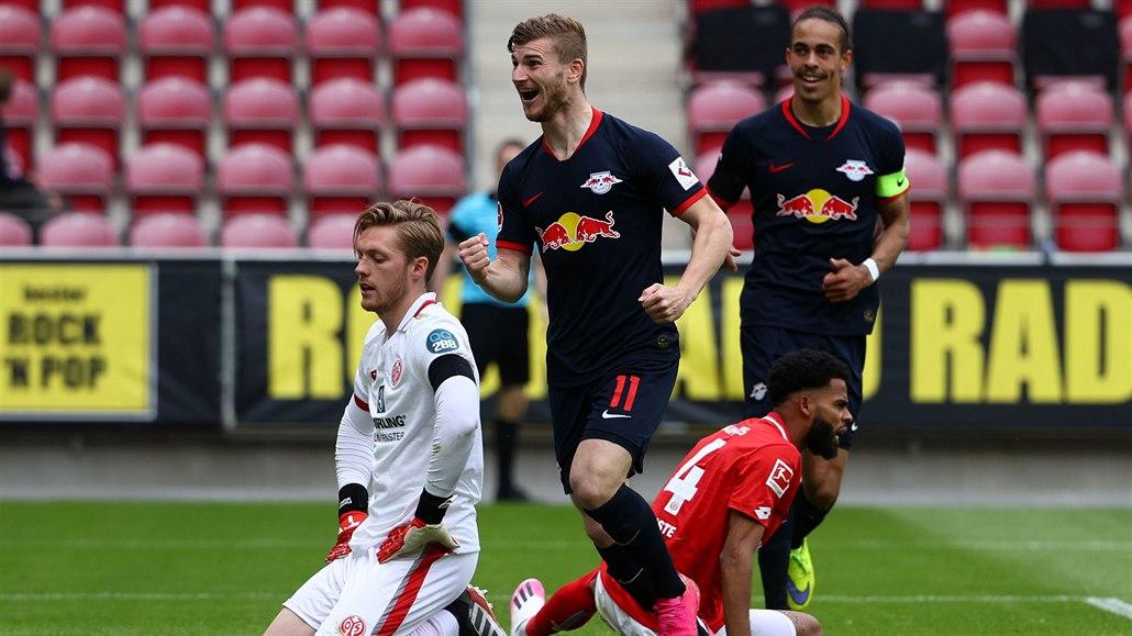Pět gólů, hattrick Wernera. Lipsko opět smetlo Mohuč, bída Schalke trvá