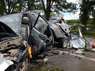Čelní střet poblíž Hluboké nad Vltavou nepřežil 20letý řidič BMW.