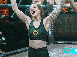 18letá amatérská MMA zápasnice Tereza Bledá porazila na turnaji Oktagon...
