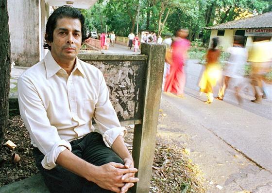 Dipankar Chakraborti, profesor chemie z univerzity v Jadavpuru, který zkoumá...