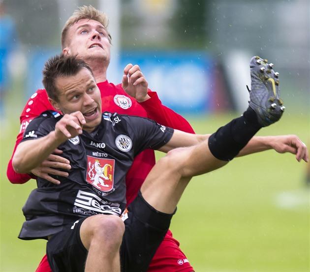 Hradec zažil tři penalty a góly v nastavení, Jihlava ztratila výhru v závěru