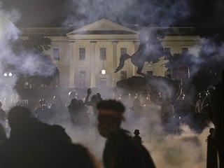 Demonstrace před Bílým domem vyvolané smrtí černocha George Floyda v...