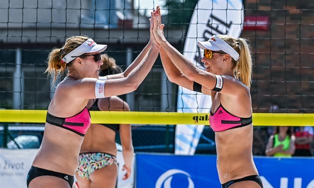 Hermannová se Slukovou jsou na ME v plážovém volejbalu v osmifinále