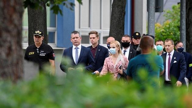 Slovenský ministr vnitra Roman Mikulec a předseda parlamentu Boris Kollár vyjádřili svou lítost nad událostmi ve Vrútkách. (11. června 2020)