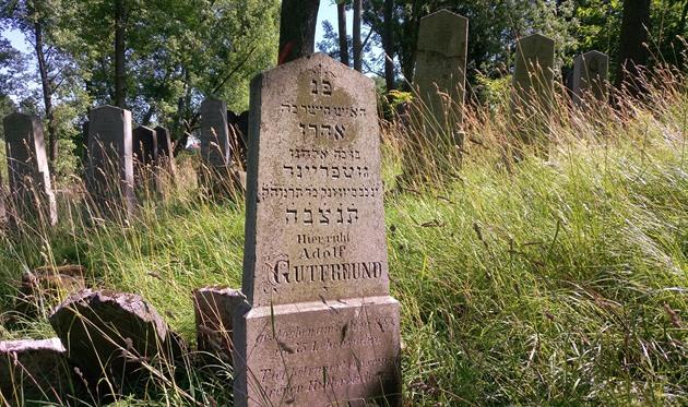 Židovské památky jsou někde vytyčeny ukazateli, jinde skryté před zvědavými zraky