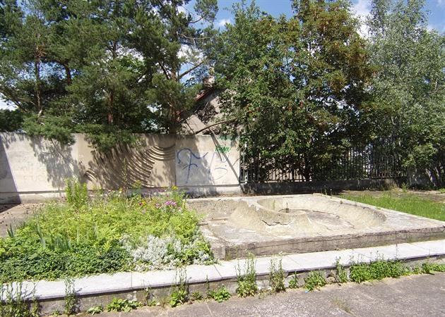 Vodnímu prvku u areálu na Kozinci se přezdívá úmrť. O jeho osudu rozhodnou do konce prázdnin