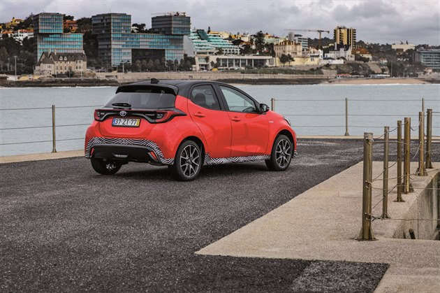 Při jízdě určitě oceníte, že Toyota Yaris díky inovativním materiálům skvěle tlumí vibrace ahluk, kterých je ve městě požehnaně.