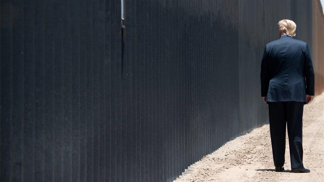 Stavitel chce prodat Trumpovu zeď na hranici s Mexikem. Vyšla na 650 milionů