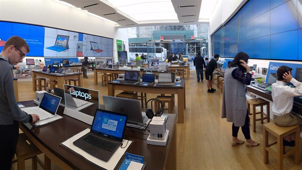 Microsoft zavře své kamenné obchody. Čtyři promění v zážitková centra