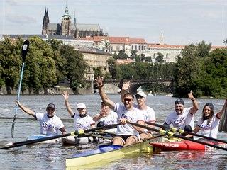 Čeští reprezentanti při představení části tokijské olympijské kolekce oblečení...