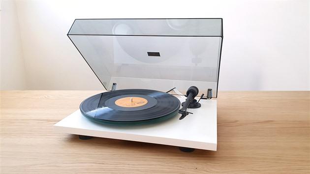 Jednoduchost funguje. Pro-Ject T1 je skvělý gramofon pro šetřílky