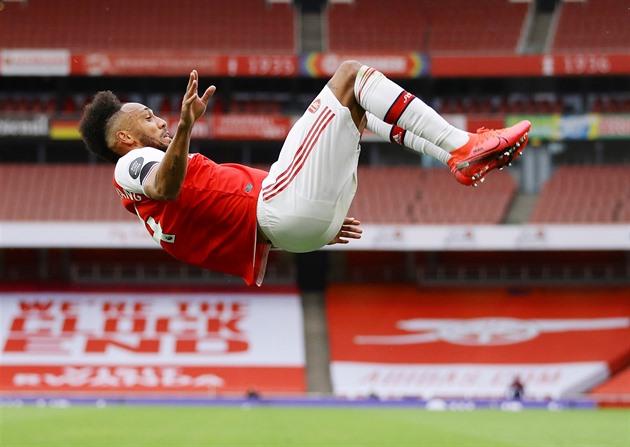 ONLINE: Souček hraje proti Chelsea. Arsenal zničil poslední Norwich