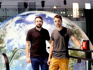 Jan Machát (vlevo) a Michal Okleštěk pracují jako vizuálové. Jejich snem je...