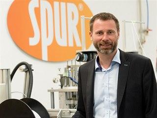 Tomáš Dudák řídí plastikářskou firmu SPUR, dodává výrobky do stavebního,...