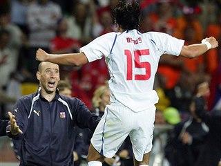 Milan Baroš (zády) se raduje s Janem Kollerem z gólu v zápase s Nizozemskem na...