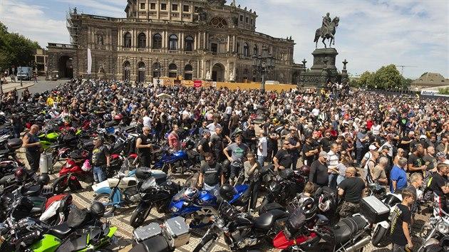Tisíce motorkáøù po celém Nìmecku protestovaly proti možnım zákazùm jízdy o nedìlích a státních svátcích. (4. èervence 2020)