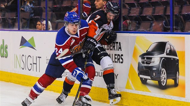 Aaron Irving (vlevo) v dresu Edmonton Oil Kings