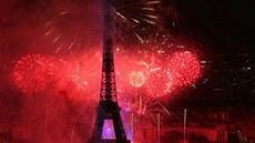 Velkolepé oslavy v Paříži. Město se rozzářilo neuvěřitelným ohňostrojem