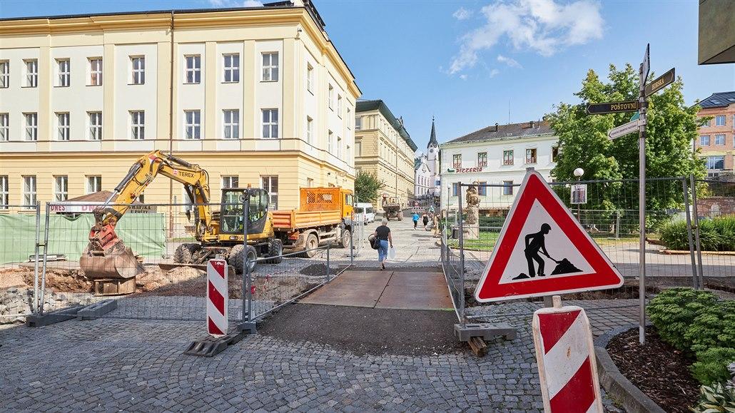 Svatojanské náměstí už opravují.
