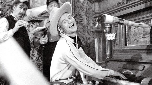 Western Limonádový Joe aneb Koňská opera. Diváci se smáli, ale natáčení tak snadné nebylo.