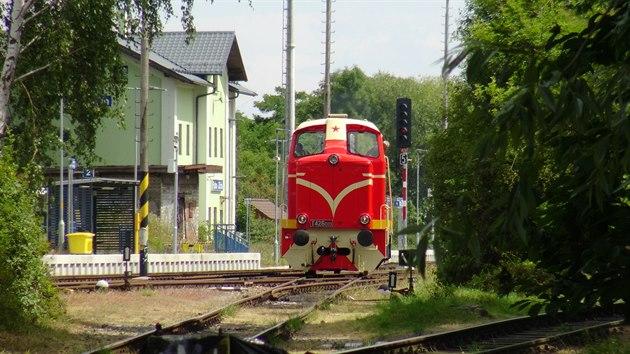 Lokomotiva T426.003 během zkušební jízdy ve stanici Praha-Zličín