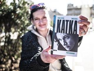 Katka s knihou o svém osudu od Michaela Třeštíka
