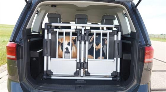 Přepravní box do kufru auta