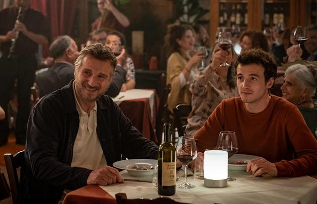 Liam Neeson si zahrál se svým synem. Vzpomínky na Itálii přinášejí jedinečný příběh