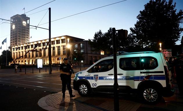 Ozbrojený muž držel v bance v Le Havre rukojmí, žádal propuštění Palestinců
