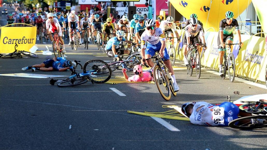 První etapa Kolem Polska skončila hrozivým pádem, Jacobsen bojuje o život