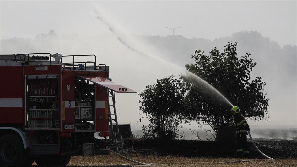 U Jíloviště hořela lesní školka, v Ďáblicích pole. Požáry jsou pod kontrolou