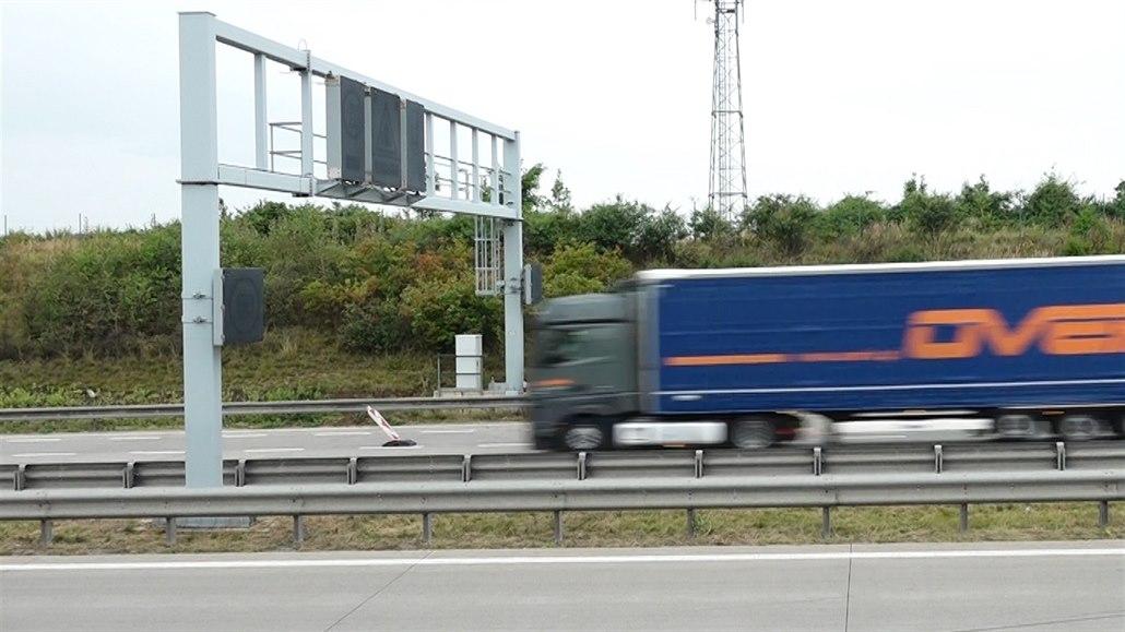 Nový systém na obchvatu Prahy umí rychlost spočítat a změřit, auto i zváží