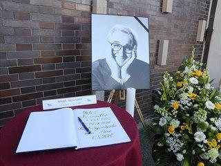 Veřejnost a kolegové se loučí se zesnulým hercem Milošem Nesvadbou (6. srpna...
